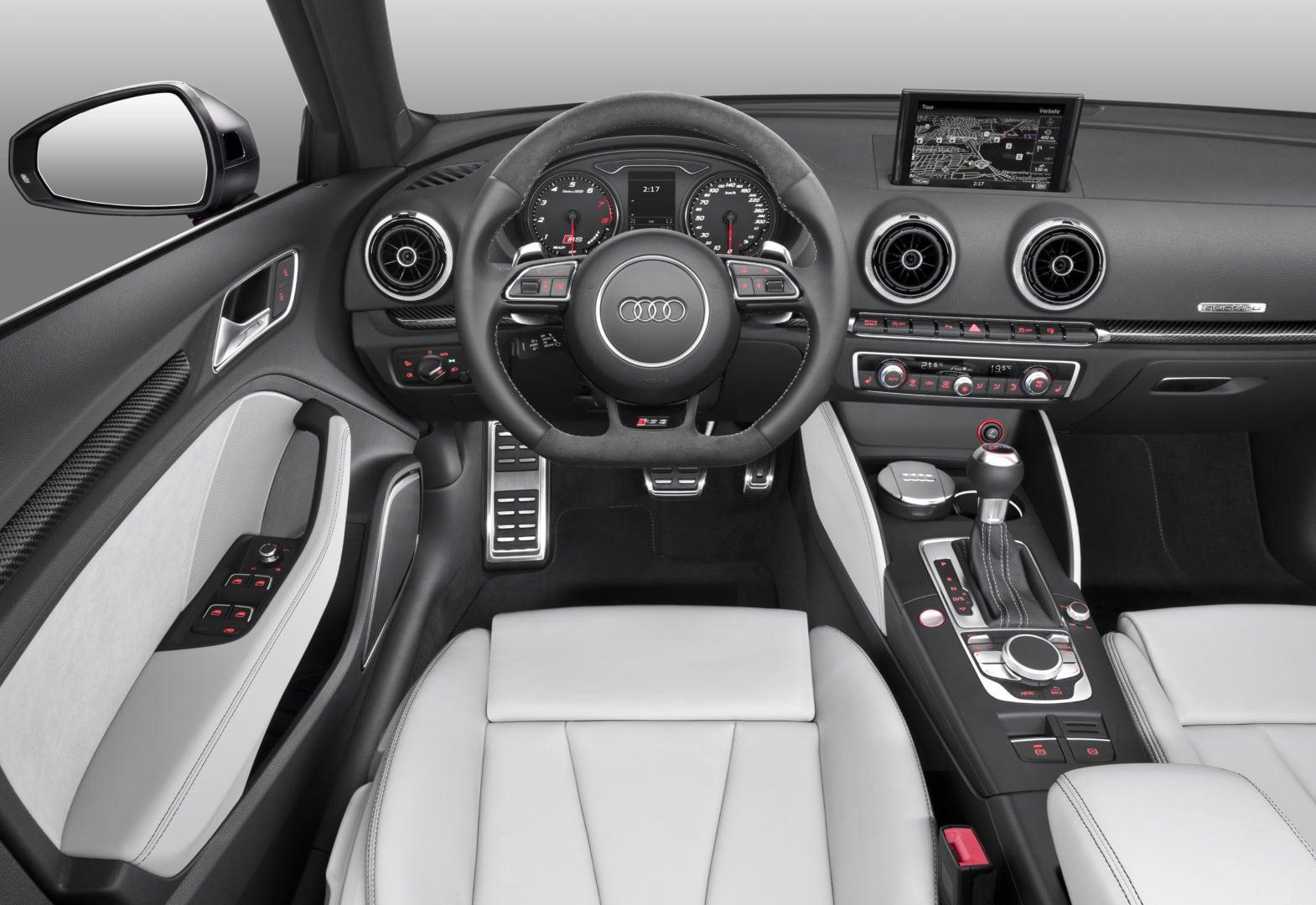Audi RS 3 2015 kokpit